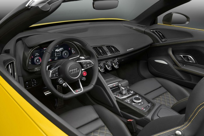 2016 Audi R8 Spyder - Interior - carwitter