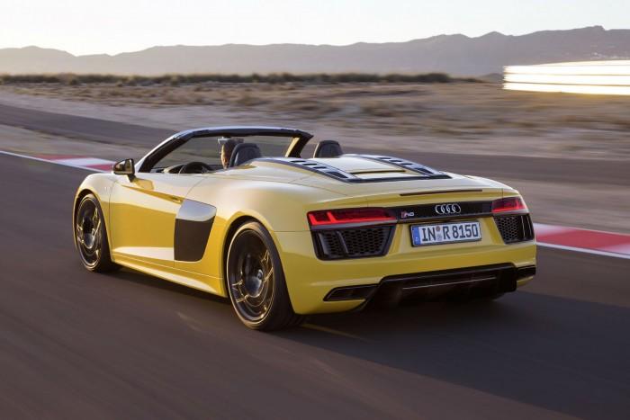 2016 Audi R8 Spyder - Rear Angle - carwitter