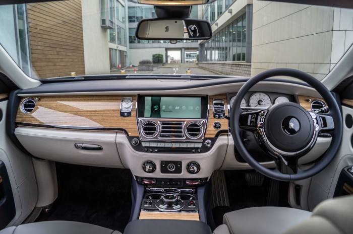 2016 Rolls Royce Ghost Series 2 Review Dashboard carwitter 700x465 - 2015 Rolls Royce Ghost Series 2 Review - 2015 Rolls Royce Ghost Series 2 Review