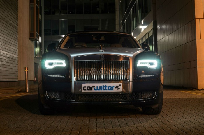 2016 Rolls Royce Ghost Series 2 Review Front Scene Night carwitter 700x465 - 2015 Rolls Royce Ghost Series 2 Review - 2015 Rolls Royce Ghost Series 2 Review