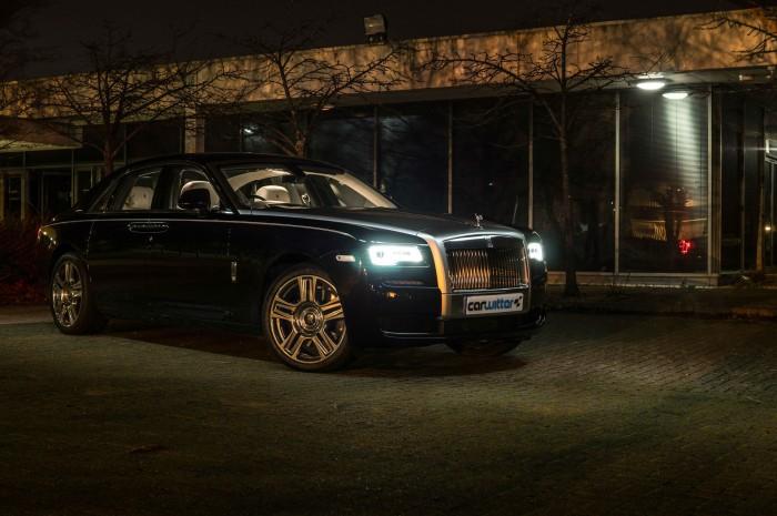 2016 Rolls Royce Ghost Series 2 Review Side Scene Night carwitter 700x465 - 2015 Rolls Royce Ghost Series 2 Review - 2015 Rolls Royce Ghost Series 2 Review