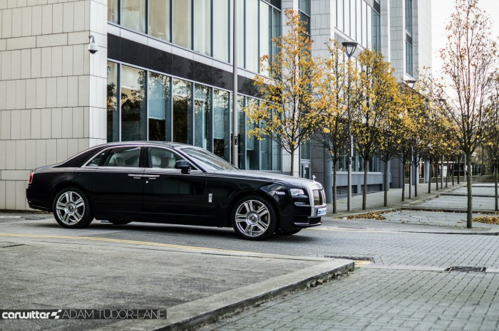 2016 Rolls Royce Ghost Series 2 Review Side Scene carwitter 700x465 - 2015 Rolls Royce Ghost Series 2 Review - 2015 Rolls Royce Ghost Series 2 Review