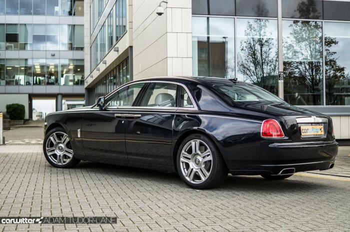 2016 Rolls Royce Ghost Series 2 Review Side carwitter 700x465 - 2015 Rolls Royce Ghost Series 2 Review - 2015 Rolls Royce Ghost Series 2 Review