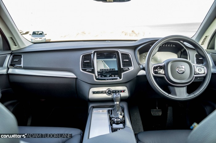 2016 Volvo XC90 D5 Review Dashboard 2 carwitter 700x465 - 2016 Volvo XC90 D5 Review – The future - 2016 Volvo XC90 D5 Review – The future
