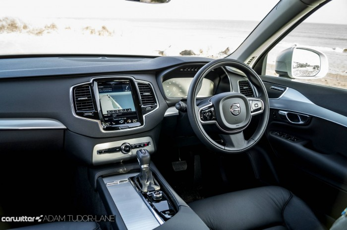 2016 Volvo XC90 D5 Review Dashboard carwitter 700x465 - 2016 Volvo XC90 D5 Review – The future - 2016 Volvo XC90 D5 Review – The future