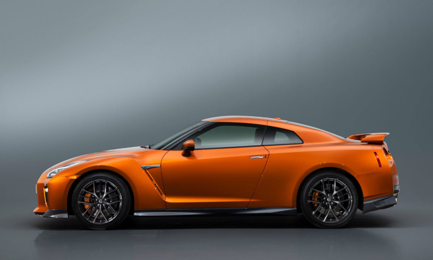 2017 Nisan GT R R35 Side carwitter 1400x840 - The 2017 Nissan GT-R is even more bad ass - The 2017 Nissan GT-R is even more bad ass