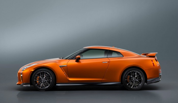 2017 Nisan GT-R R35 - Side - carwitter
