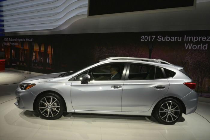 2017 Subaru Impreza Estate Hatch - Side - carwitter