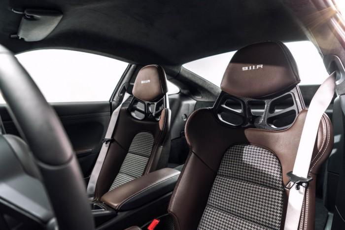 911 R Interior