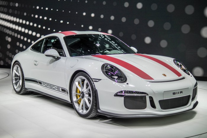 Geneva Motor Show 2016 Porsche 911R Front carwitter 700x465 - Geneva International Motor Show 2016 - A Round Up - Geneva International Motor Show 2016 - A Round Up