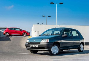 Renault Clio Mark 4 and Mark 1 carwitter 300x206 - Renault Clio reaches 25! Here is their Hot Hatch past - Renault Clio reaches 25! Here is their Hot Hatch past