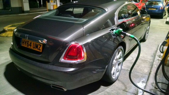 Rolls Royce Wraith Petrol Pump 001 carwitter 700x394 - What to do when you add the wrong fuel - 5 top tips - What to do when you add the wrong fuel - 5 top tips