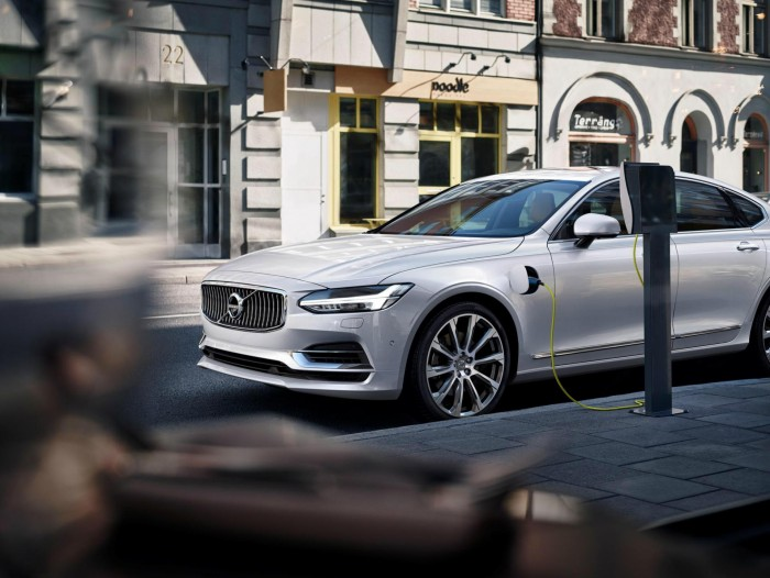 Twin Engine T8 Volvo S90 Inscription White - carwitter