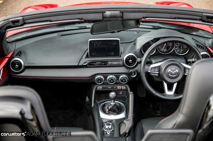 2016 Mazda MX5 160 PS Review Dashboard Interior carwitter 700x465 - 2016 Mazda MX-5 160PS Review - 2016 Mazda MX-5 160PS Review