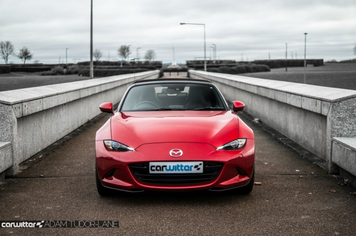 2016 Mazda MX5 160 PS Review Front Scene carwitter 700x465 - 2016 Mazda MX-5 160PS Review - 2016 Mazda MX-5 160PS Review