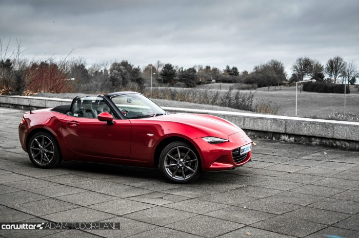 2016 Mazda MX5 160 PS Review Side Scene carwitter 700x465 - 2016 Mazda MX-5 160PS Review - 2016 Mazda MX-5 160PS Review