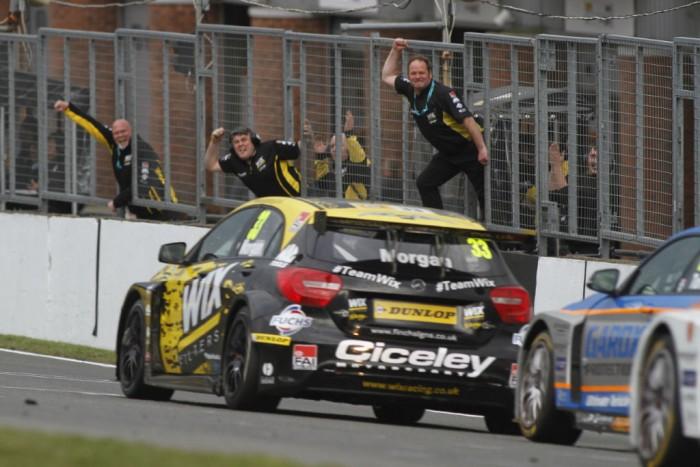 BTCC 16 Brands Hatch Morgan victory R3 Mercedes