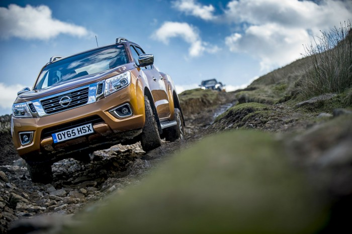 Nissan Navara NP300 Automatic Review - Green Lane Action - carwitter