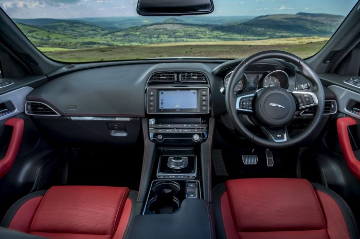 2016 Jaguar F-Pace S Diesel Review - Dashboard - carwitter