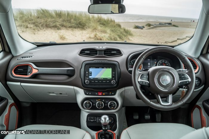 2016 Jeep Renegade Review - Dashboard - carwitter