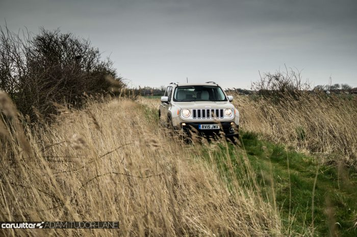 2016 Jeep Renegade Review - Field Scene - carwitter