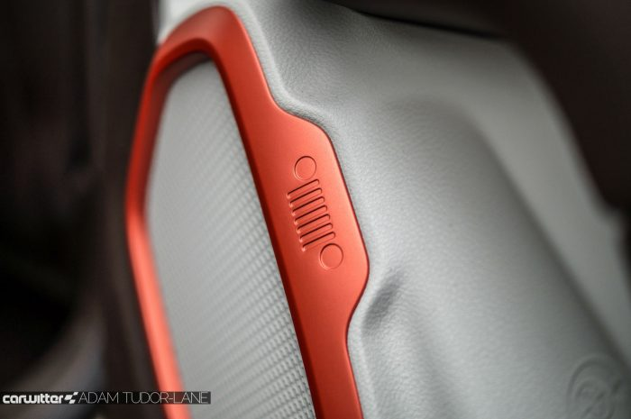 2016 Jeep Renegade Review - Speaker Grille - carwitter