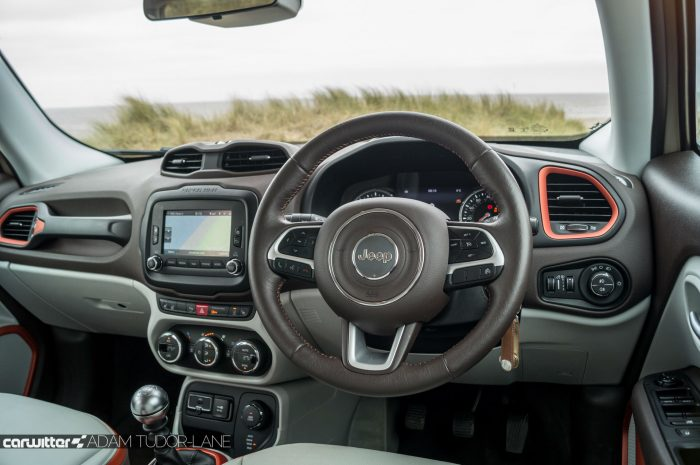 2016 Jeep Renegade Review - Steering Wheel - carwitter