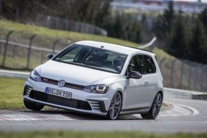 2016 VW Volkswagen Golf GTi Clubsport Nurburgring Front carwitter 300x200 - VW Golf GTi Clubsport S breaks FWD 'ring record - VW Golf GTi Clubsport S breaks FWD 'ring record