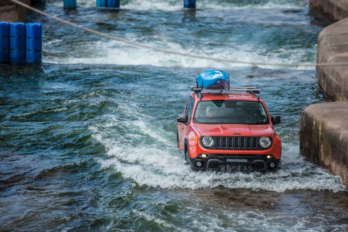 Jeep Renegade drives Olympic-Standard White Water Rafting Course - Front Scene 2 - carwitter