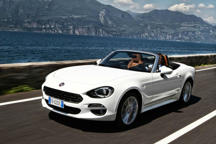 2016 Fiat 124 Spider White - Front Angle - carwitter