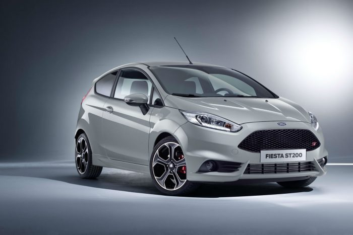 2016 Ford Fiesta ST200 - Front - carwitter