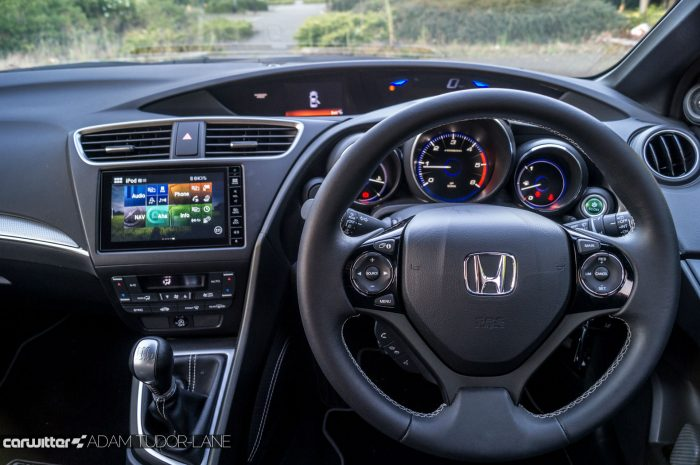 2016 Honda Civic Sport Review 1.6 iDTEC - Steering Wheel - carwitter