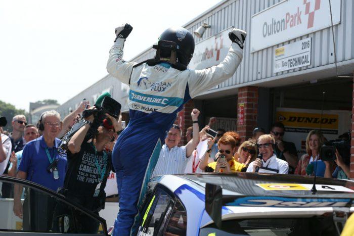 BTCC 2016 O-Park Turkington Subaru Victory
