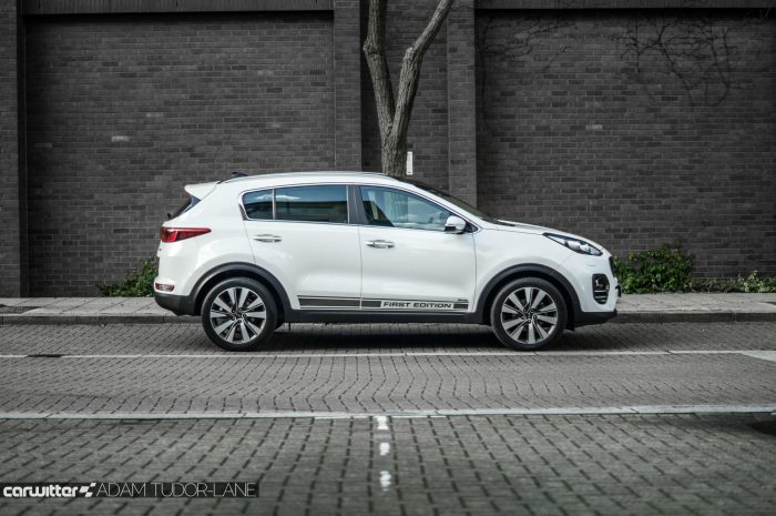 2016 Kia Sportage Review - Side - carwitter