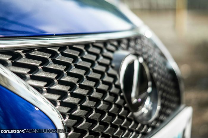 2016 Lexus is200t Review - Grille - carwitter