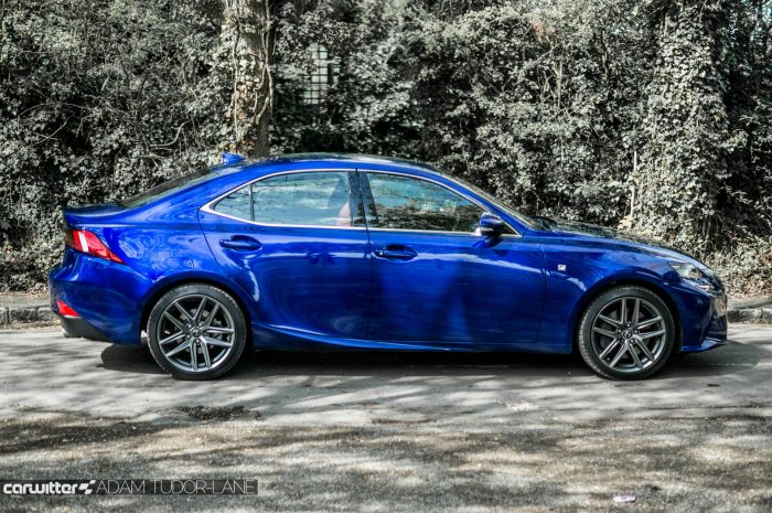 2016 Lexus is200t Review - Side - carwitter