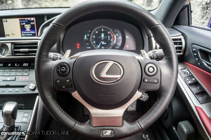 2016 Lexus is200t Review - Steering Wheel - carwitter