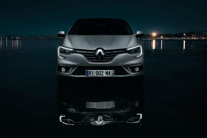 2016 Renault Megane Grand Coupe - Front - carwitter