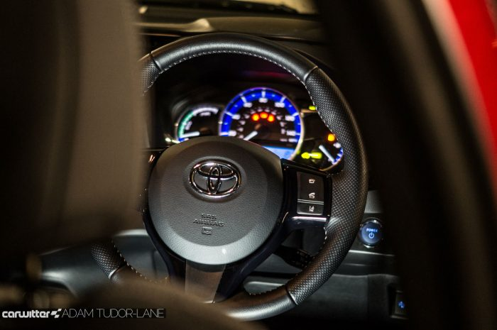 2016 Toyota Yaris Hybrid Review Steering Wheel carwitter 700x465 - Toyota Yaris Hybrid Review – Worth the money? - Toyota Yaris Hybrid Review – Worth the money?
