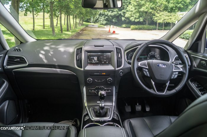 2016 Ford S Max Review Dashboard carwitter 700x465 - 2016 Ford S-Max Titanium Review - 2016 Ford S-Max Titanium Review