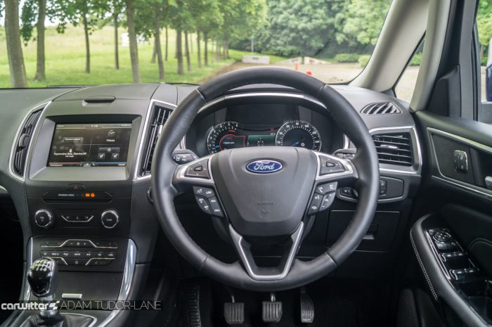 2016 Ford S Max Review Steering Wheel carwitter 700x465 - 2016 Ford S-Max Titanium Review - 2016 Ford S-Max Titanium Review