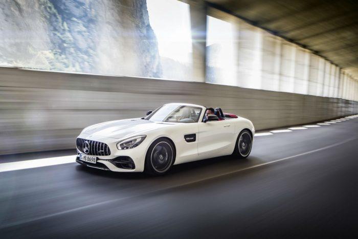 2017-mercedes-amg-gt-c-roadster-white-side-motion-carwitter