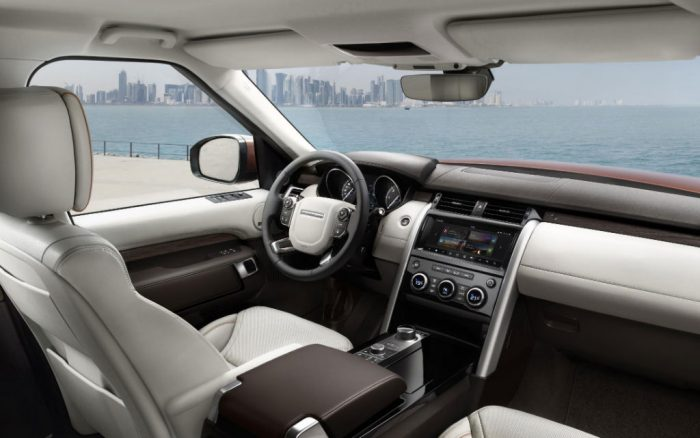 land-rover-discovery-dashboard