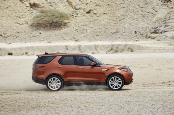 Land Rover Discovery Side 700x466 - Cheapest top of the range cars to insure in 2020 - Cheapest top of the range cars to insure in 2020
