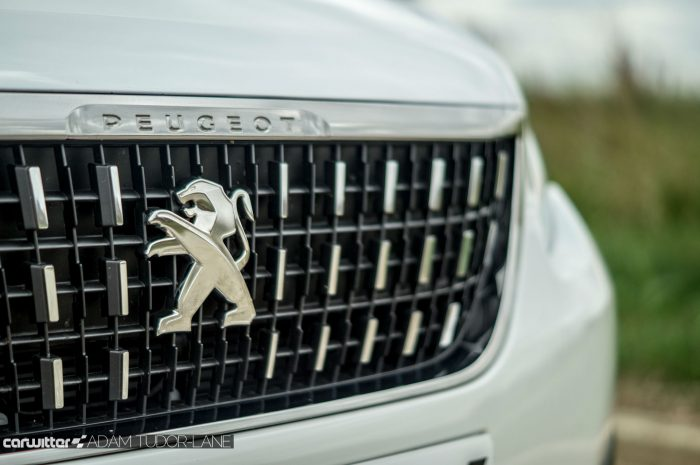 2016 Peugeot 2008 Allure 1.2 Review Grille carwitter 700x465 - 2016 Facelift Peugeot 2008 Review - 2016 Facelift Peugeot 2008 Review