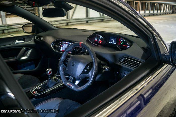 2016 Peugeot 308 GTi Review Interior carwitter 700x465 - Peugeot 308 GTi Review - Peugeot 308 GTi Review