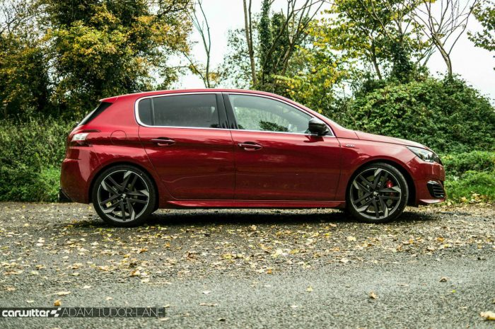 2016 Peugeot 308 GTi Review Side carwitter 700x465 - Peugeot 308 GTi Review - Peugeot 308 GTi Review