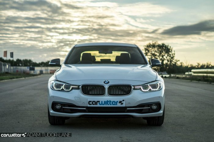 2016 BMW 330e eDrive Review Front carwitter 700x465 - BMW 330e Review - The future of motoring - BMW 330e Review - The future of motoring