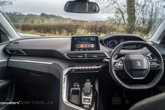 2016-peugeot-3008-suv-review-dashboard-carwitter