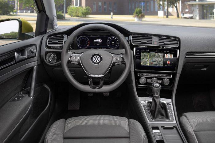 2017-volkswagen-golf-dashboard